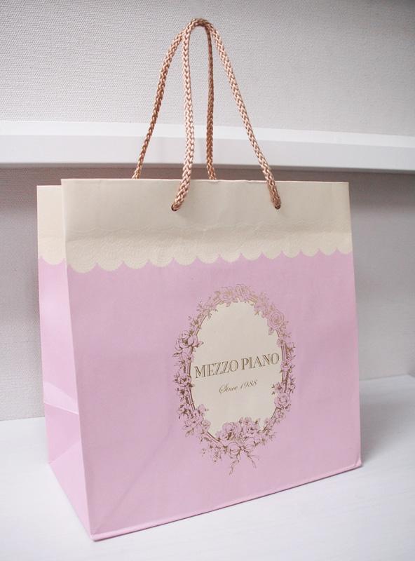 ケーキのようなとってもキュートな紙袋