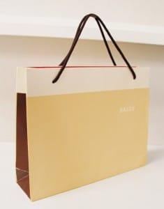 カラーバランスがすてきなショップ袋を読む