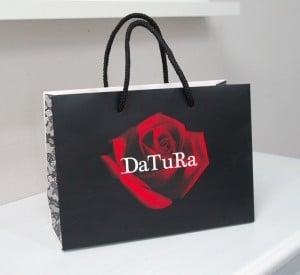 """ドラマティックな""""薔薇""""が素敵なショップ袋"""