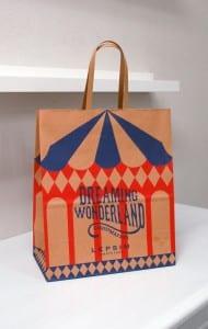 おもちゃ箱のような、かわいいショップ袋