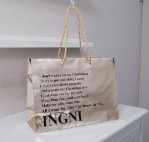 クリスマス仕様のショップ袋
