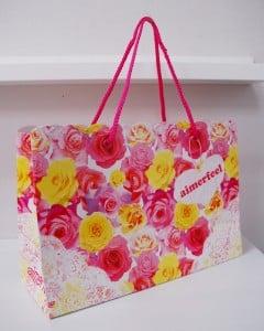 お花畑みたいなかわいい紙袋