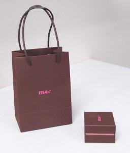 紙袋と化粧箱のセットがかわいい!!