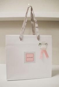 上品でかわいらしいショップ袋