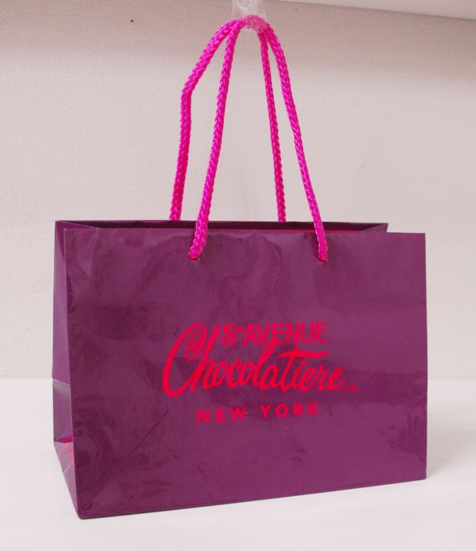チョコレートブランドの紙袋
