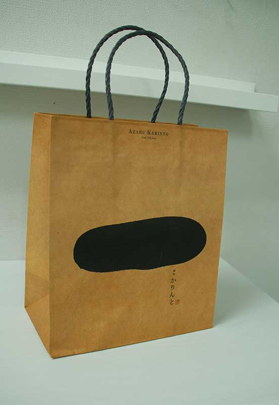 和風レトロなデザインが素敵な紙袋