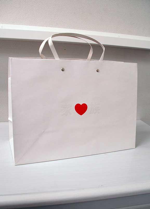 シンプル、キュートな紙袋