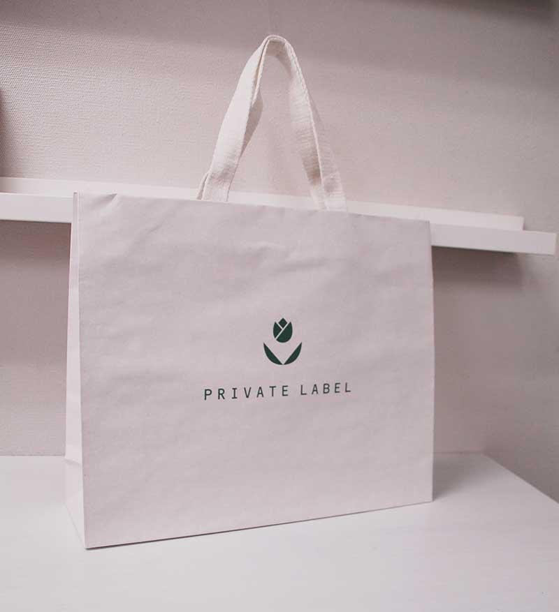 シンプルに白が基調のエコ紙袋