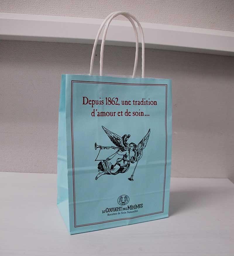 エメラルドグリーンの素敵な紙袋