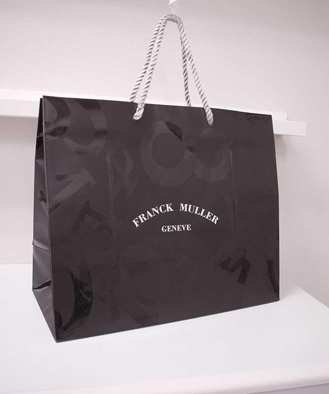マニッシュな「黒」が素敵な紙袋