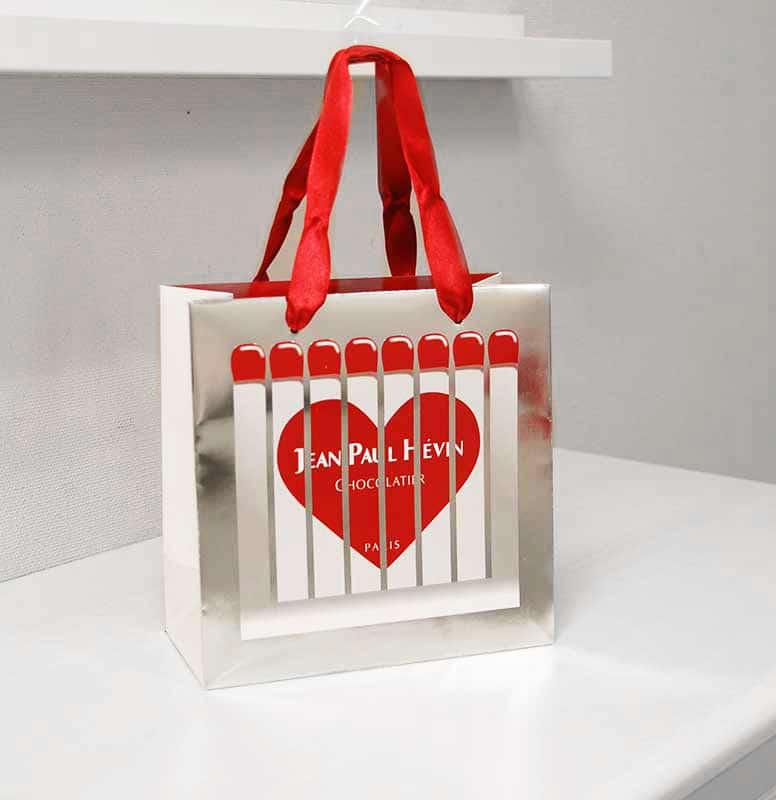 紙袋の世界はまだまだバレンタイン気分