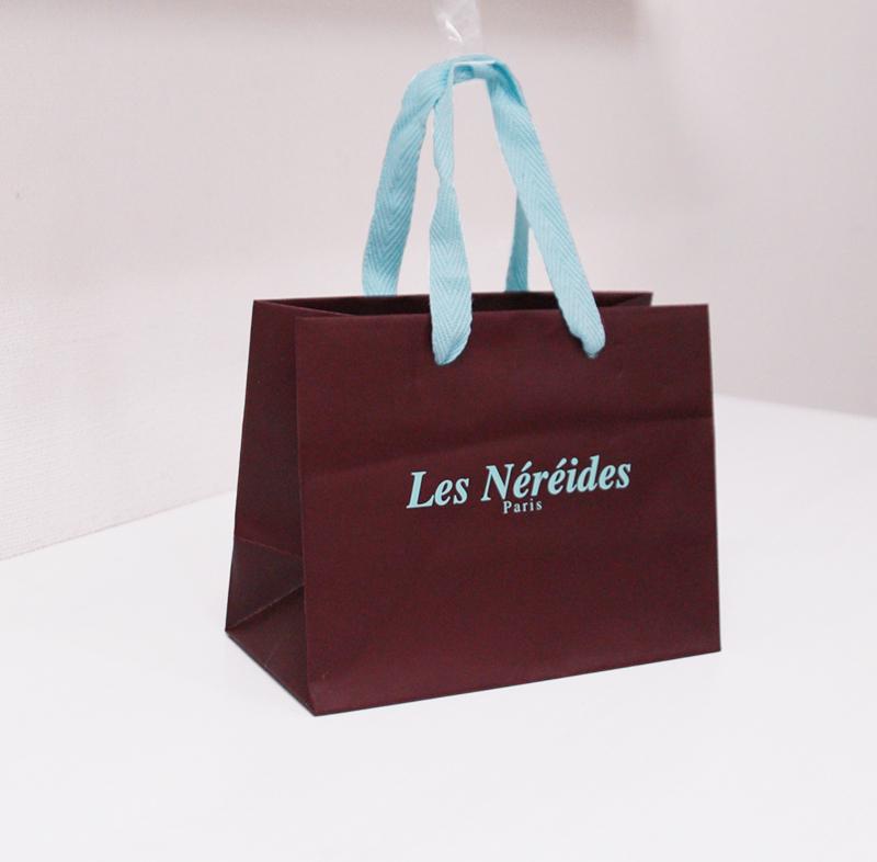 チョコレートみたいなアクセサリーショップの紙袋