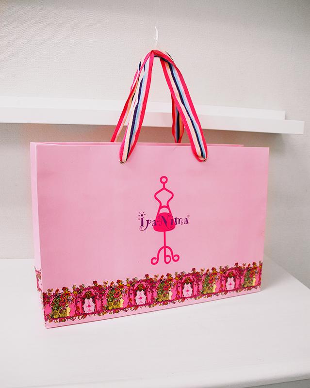 ラブリーなピンクが素敵な紙袋
