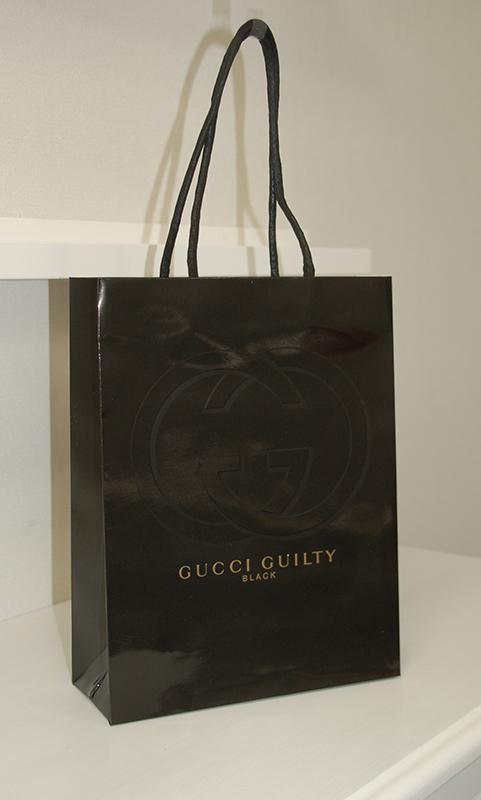 すごく高級仕様の真っ黒紙袋