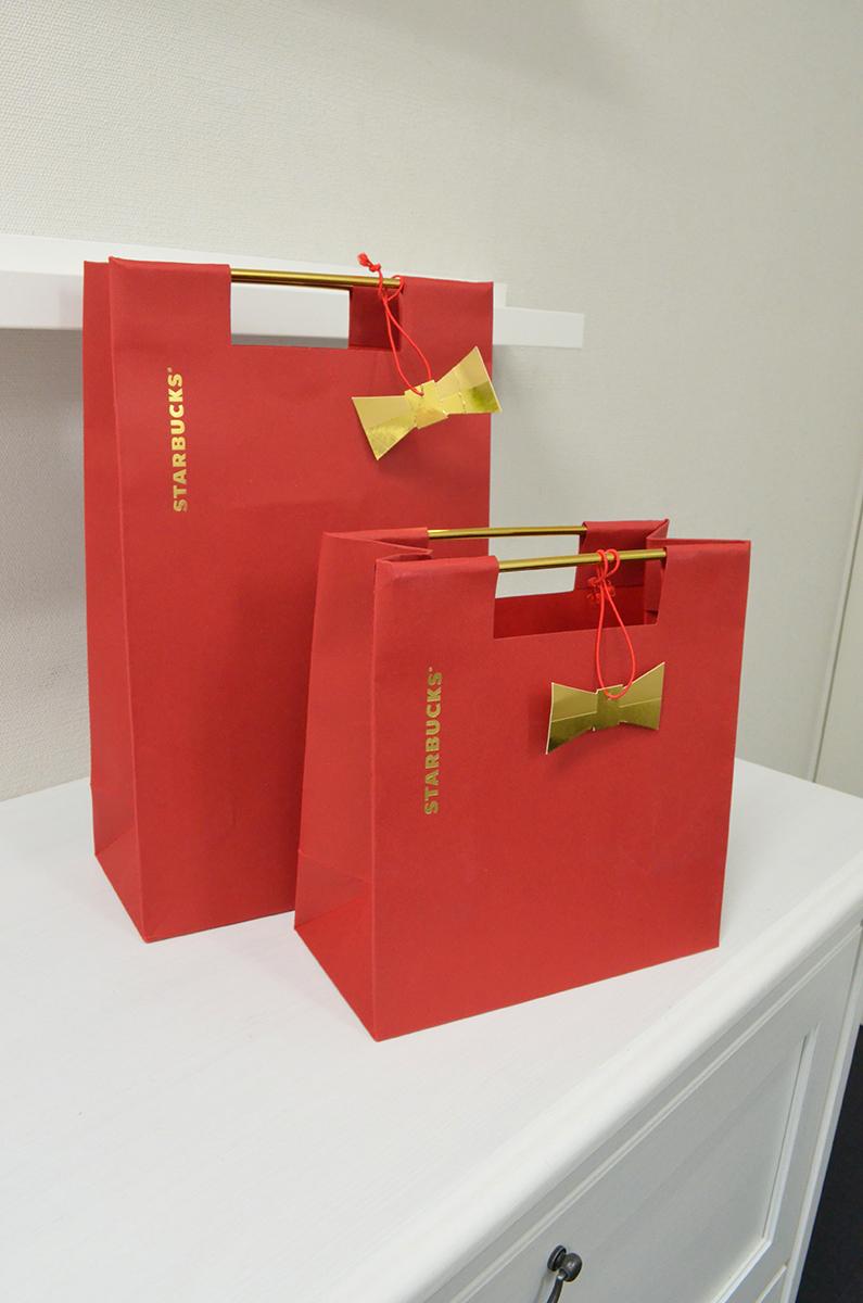 人気コーヒーショップのプレゼント用紙袋