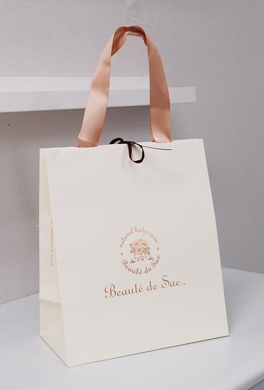 サテンリボン使いが素敵な紙袋