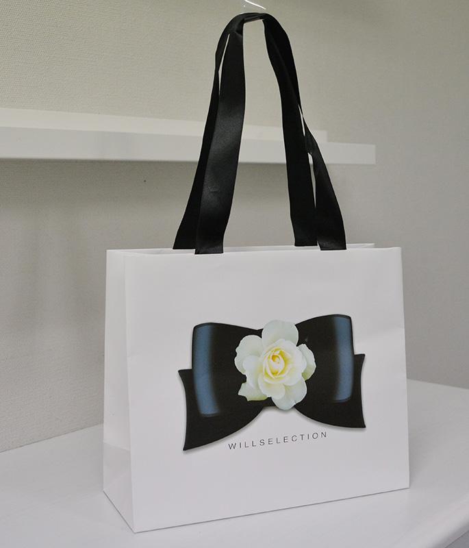 サテンリボン縦留め紙袋が近頃の一番人気!!