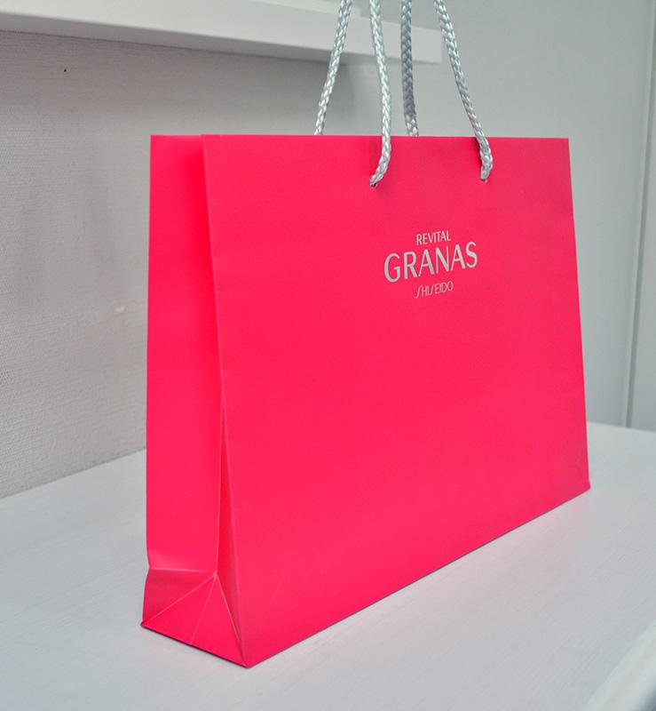 フーシャピンクが魅力的な紙袋