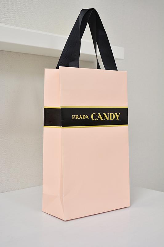 紙袋がヴィヴィットな色からラブリーカラーへを読む