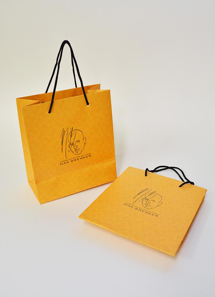 海外ブランドならではの洗練された上品な紙袋を読む