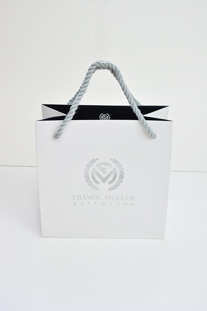 白と黒とシルバー!洗練され、高級感のある美しい紙袋