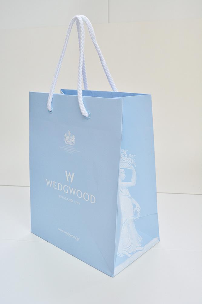 スカイブルーと白色がきれいな上品な紙袋