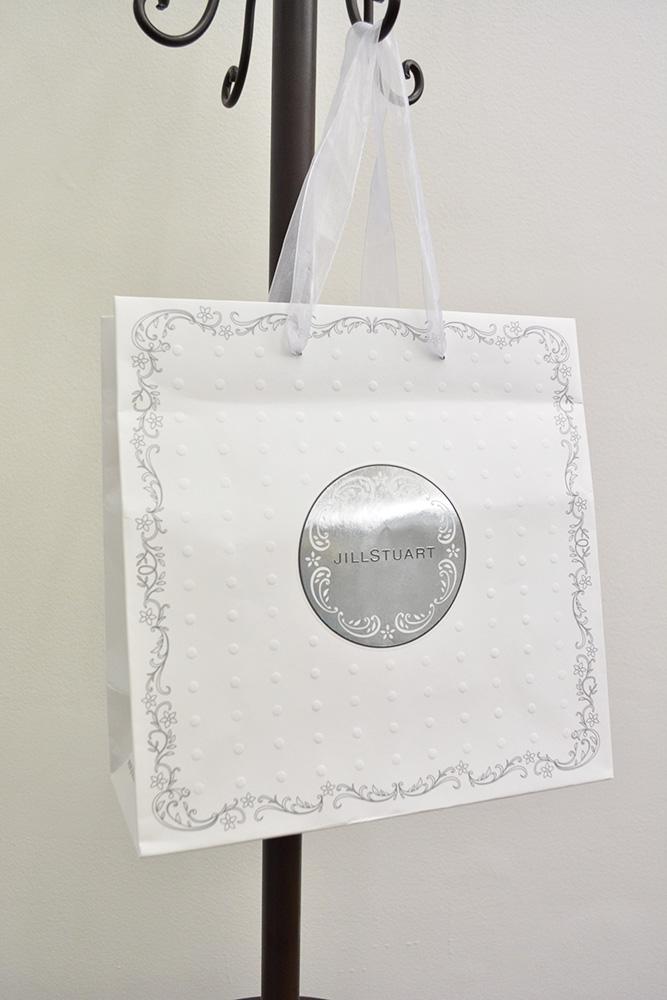 まるでウェディングドレスのような純白の紙袋!