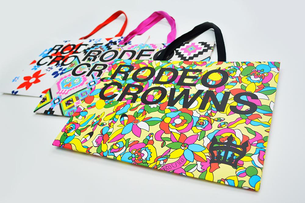 ぶれないブランドイメージ! 夏真っ盛りな紙袋