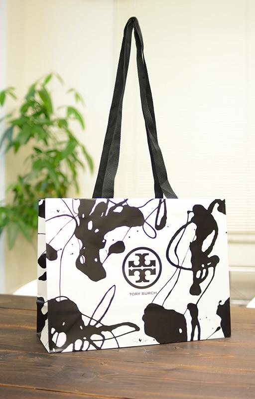 商品のイメージを使用したグラフィカルな紙袋