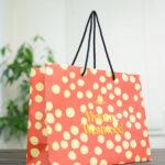 仕様は普通でもデザインはアヴァンギャルドな紙袋!!
