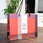 the プレッピースタイル!チェック柄のかわいい紙袋