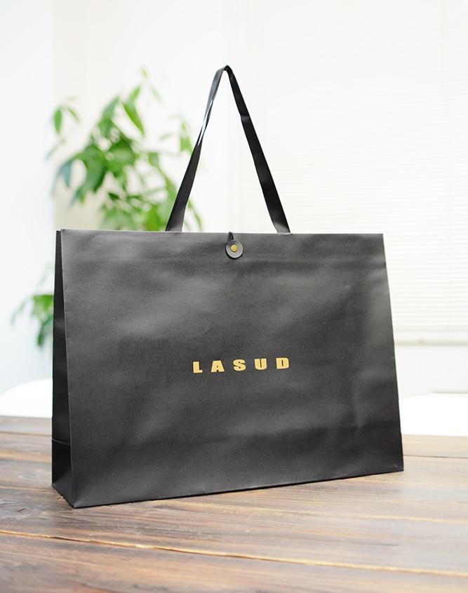 紙の素材感をそのまま活かしたブラックな紙袋