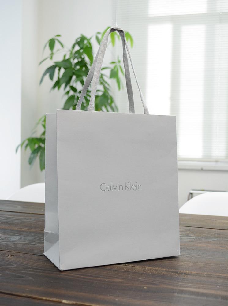 グレーで統一されたシックな紙袋