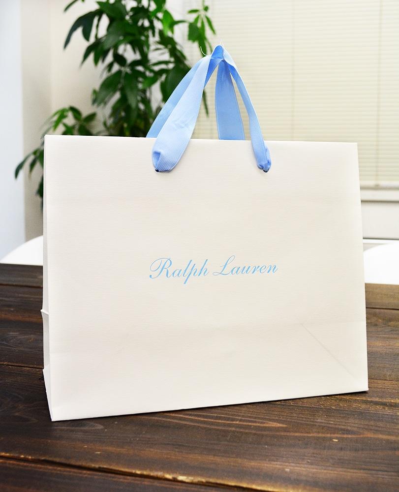 ベビーブルーとオフホワイトが綺麗な紙袋