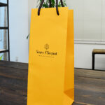 ビビッドなオレンジがきれいなボトル用紙袋