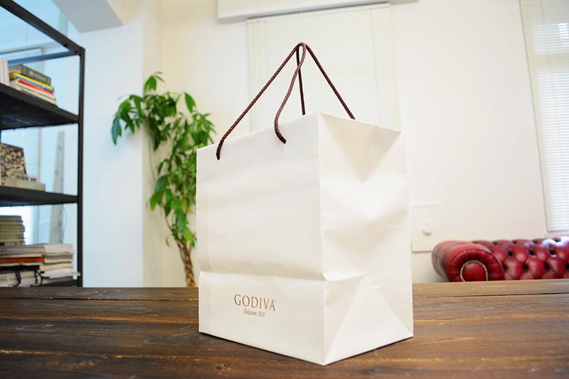 清白さ漂う紙袋