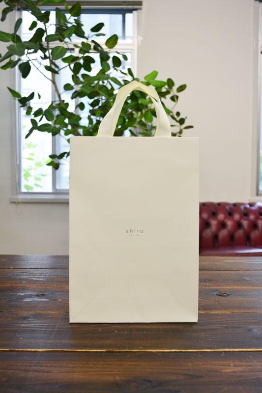 ブランドコンセプトを体現した紙袋