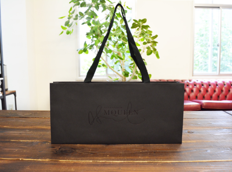 ブラック × ブラックの<br>クールな紙袋