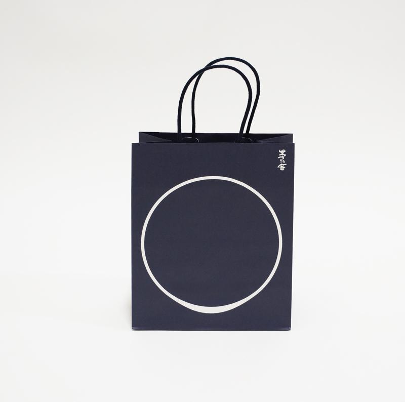 シンプルで日本らしさを感じる紙袋