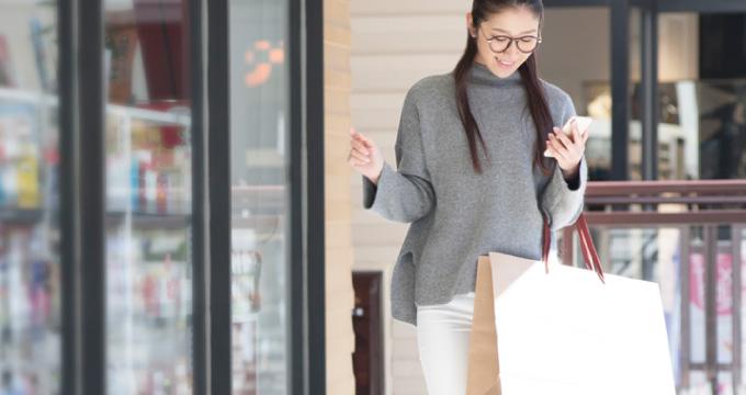 ハイブランドの紙袋はステイタス?紙袋目当ての買い物、紙袋を買う女子が意外に多い!