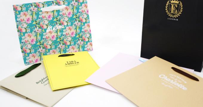 オリジナル紙袋を作る時、フルオーダーか既製品どちらがお得?のイメージ