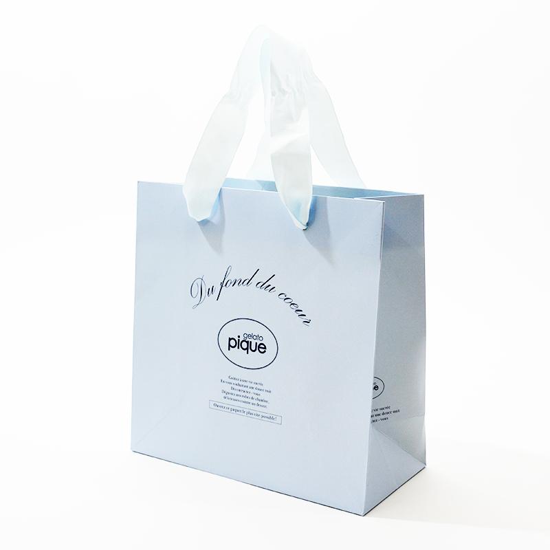 綺麗な水色の紙袋を読む