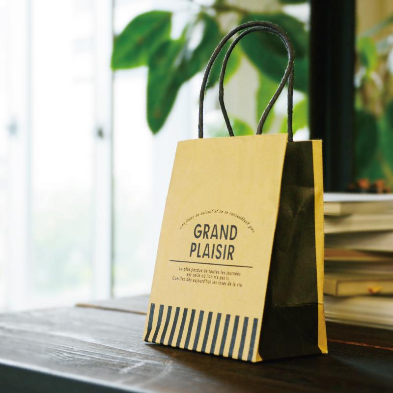 クラフト紙の小さな紙袋