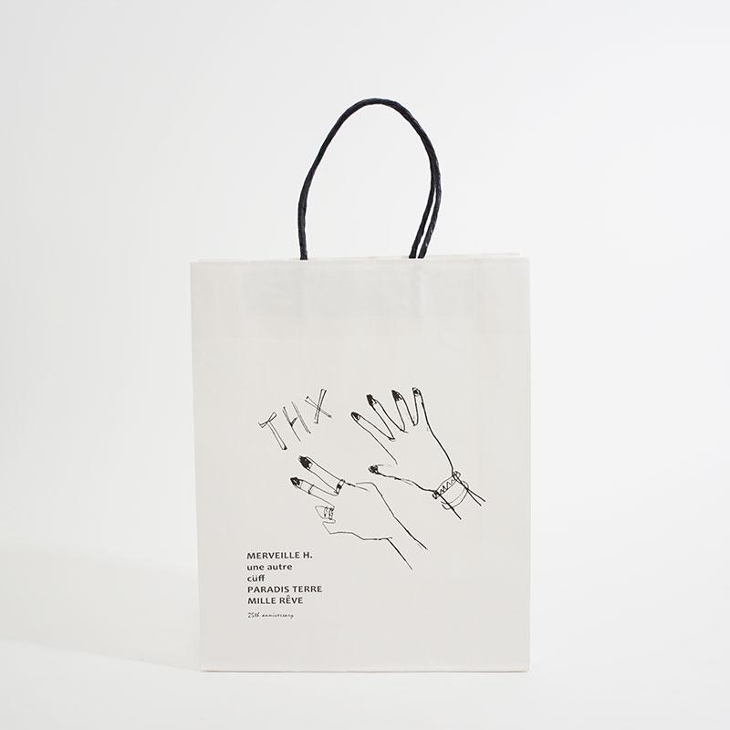 三要素でコンセプトを上手く表現したアパレルの紙袋