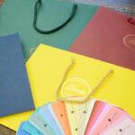 自然な高級感が魅力!「カラークラフト」の紙袋が人気です。を読む