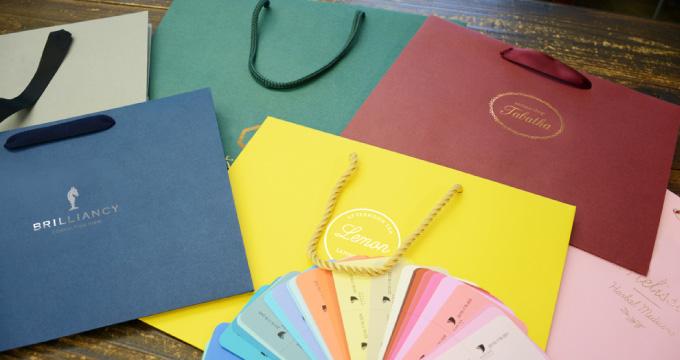自然な高級感が魅力!「カラークラフト」の紙袋が人気です。のイメージ