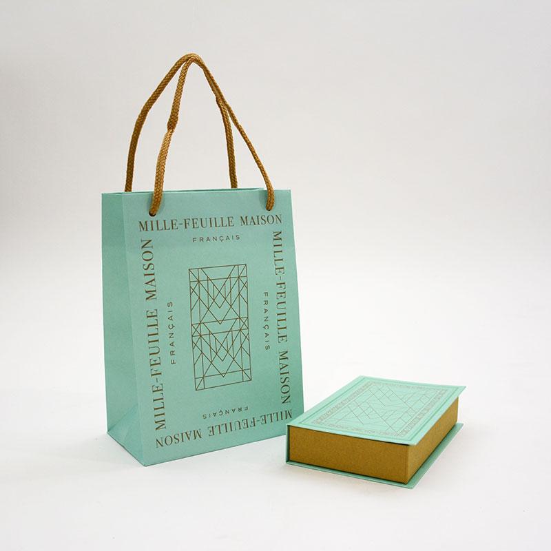 高級感漂うお菓子の紙袋と箱