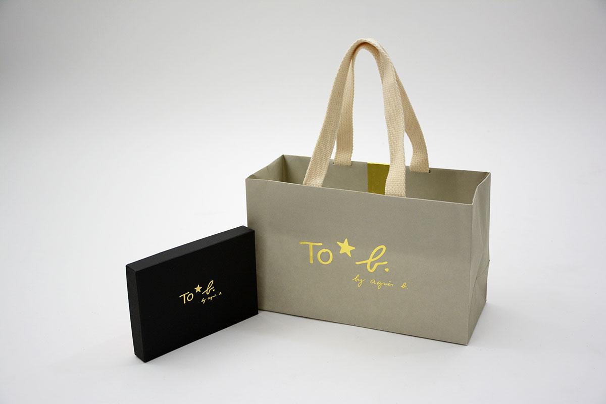 女性に人気のフレンチアパレルの紙袋と箱