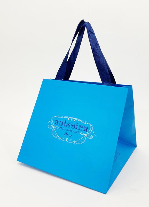 鮮やかなブルーが美しいオシャレな紙袋