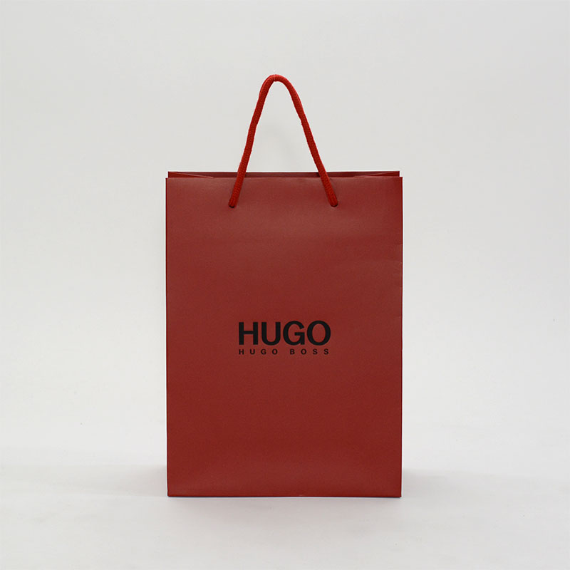 男の憧れ!ダンディな赤色がかっこいい紙袋